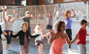 Fun-family-dancing
